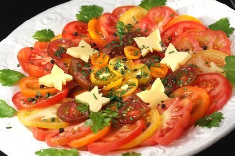 Sommerleichter Tomatensalat © Liz Collet