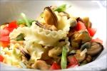 food, italian, italien, italienisch, lebensmittel, noodles, pasta, teigwaren, vegetarisch, zutaten, vegetarian, ingredients, tagliatelle, bandnudeln, reginette, mafaldine , nahrung, nahaufnahme, italien, italy, form, kochen, still life, makro, nahrungsmittel, grundnahrungsmittel, closeup, ernährung, nudeln, pasta, teigwaren, vegetarisch, zutaten, vegetarian, nudel, teigware, ingredients, textfreiraum, handel, italian, italien, italienisch, italy, fotografie, nutrition, preiswert, textfreiraum, stockfotografie, hartweizengriess, landküche, nudelsorte, pastaherstellung, saisonale küche, nudelform, country kitchen, landrezepte, country recipes, nudelproduktion, regionale rezepte, semola, local cuisine, pasta shape, regionalität, gastronomiefotografie, pastasorte, nudelhandel, pastahersteller, pastaerzeuger, © liz collet