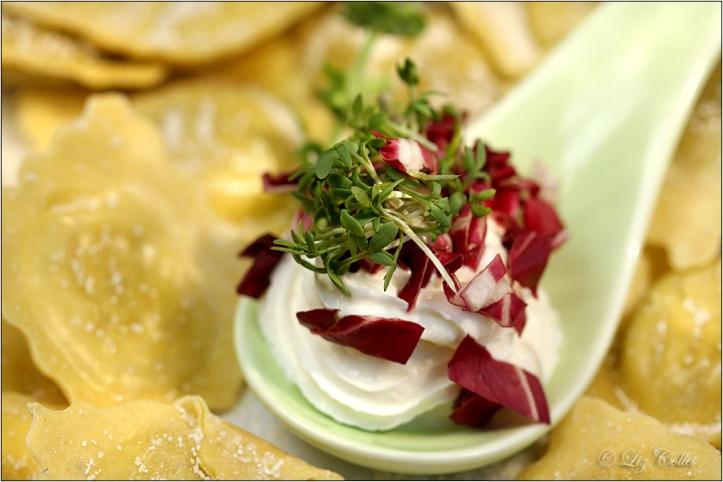 Ravioli mit Ziegenfrischkäse und Radicchio © Liz Collet