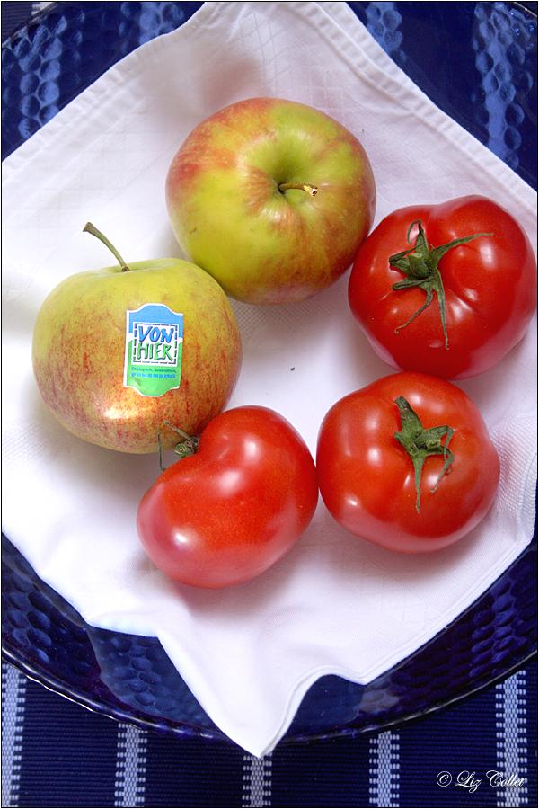 Paradeiser & Pomme © Liz Collet,Paradeiser & Pomme © Liz Collet, Tomaten, Apfel, Äpfel, Landäpfel, regionale Äpfel, regionale Lebensmittel